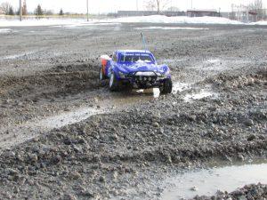 Traxxas Slash Going throgh mud
