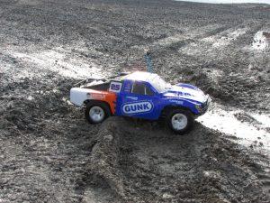 Traxxas Slah 2wd reiewed in water and mud