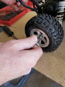 How to remove Traxxas Slash Wheel